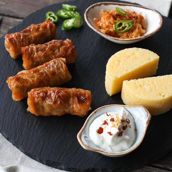 Sărmăluțe tradiționale cu mămăligă